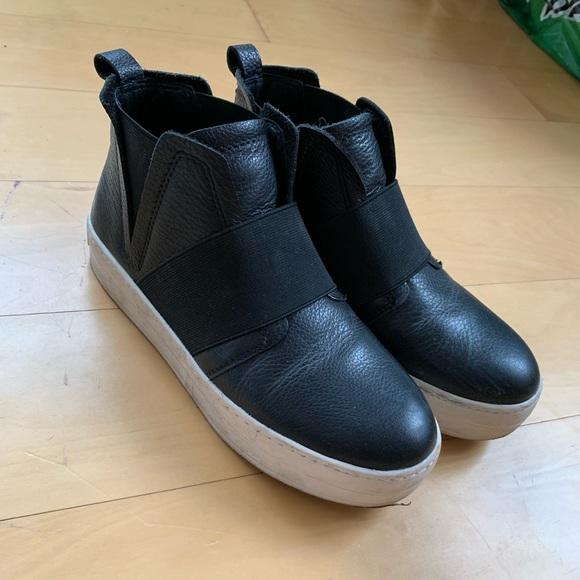 JSlides Shoes | Jslides Holland High